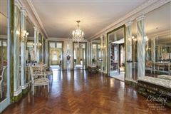 Mansions in MAGNIFICENT FULL FLOOR residence in new york