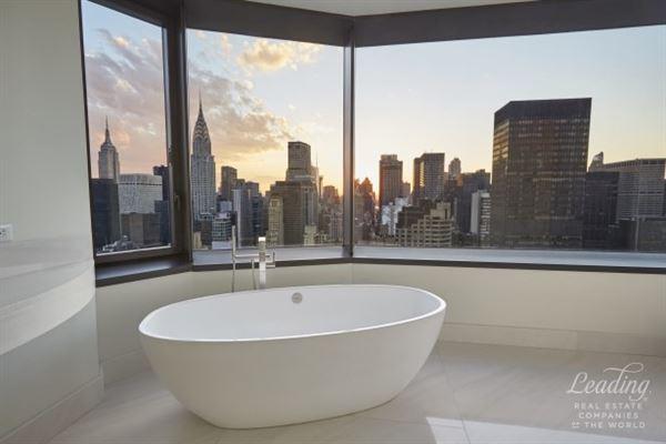 Spectacular full floor 5 Bedroom luxury homes