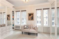 Luxury real estate striking five-story Manhattan townhouse