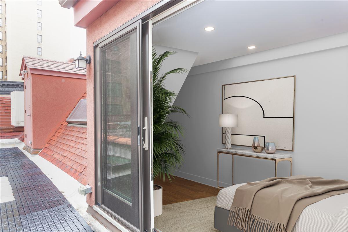 striking five-story Manhattan townhouse luxury properties