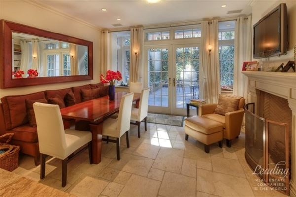 Luxury homes Elegantly Appointed Townhouse for rent