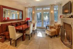 Mansions in Elegantly Appointed Townhouse for rent