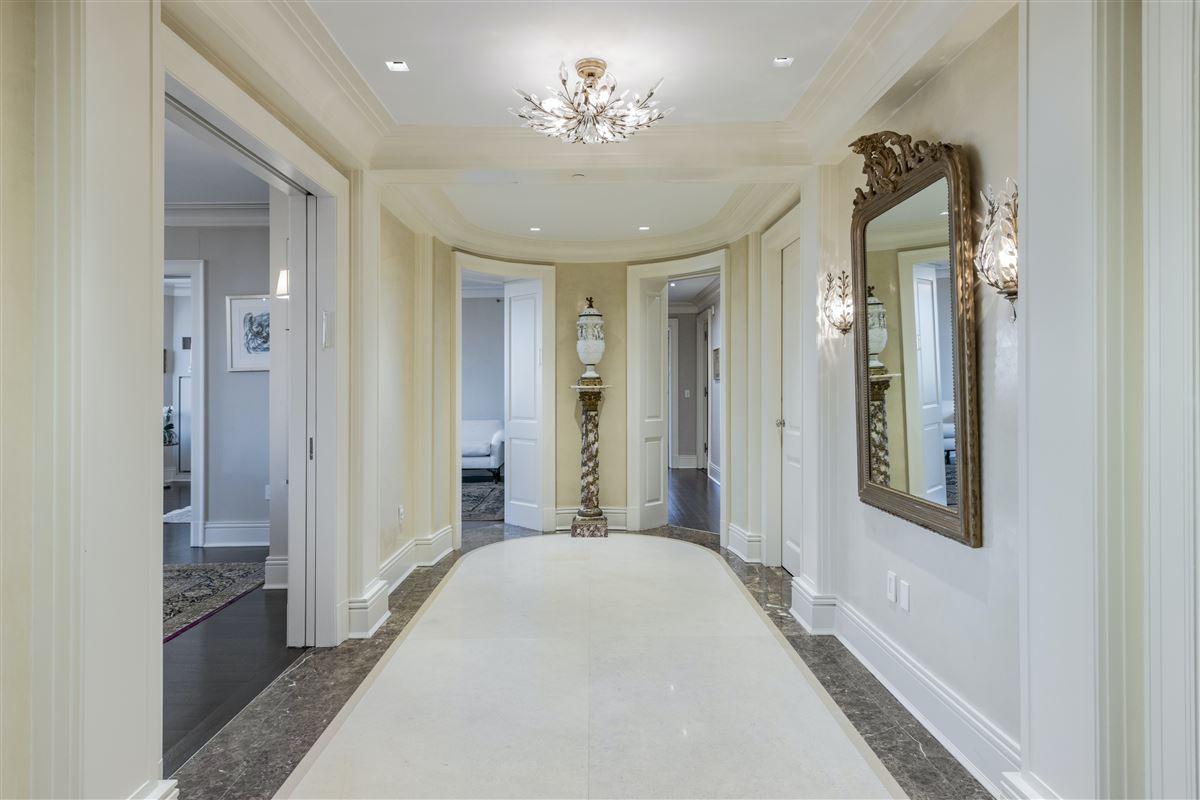 luxurioius and spacious full-floor apartment boasts grand views luxury homes