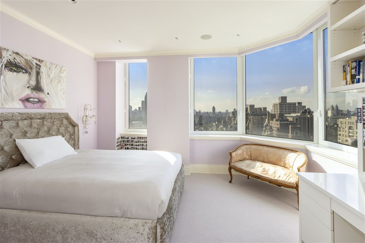 Luxury real estate luxurioius and spacious full-floor apartment boasts grand views