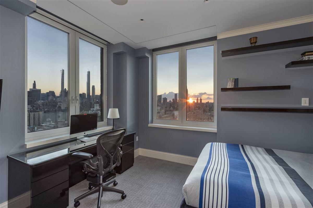 luxurioius and spacious full-floor apartment boasts grand views luxury properties