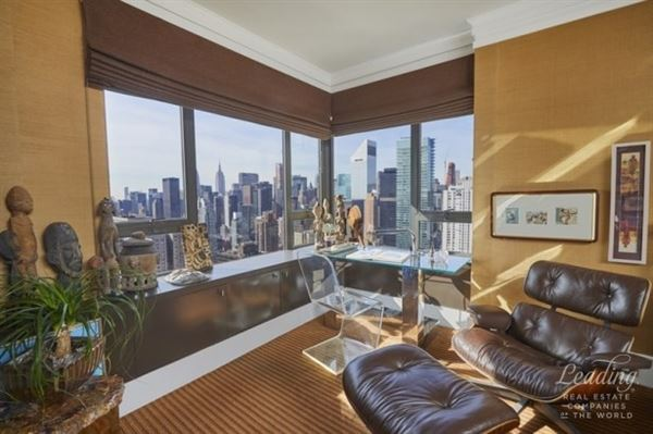Mansions sun-flooded renovated 47th floor home