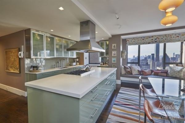 Luxury homes in sun-flooded renovated 47th floor home