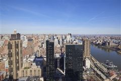 Luxury homes sun-flooded renovated 47th floor home