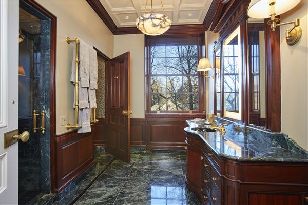 Luxury properties Magnificent fifth avenue duplex