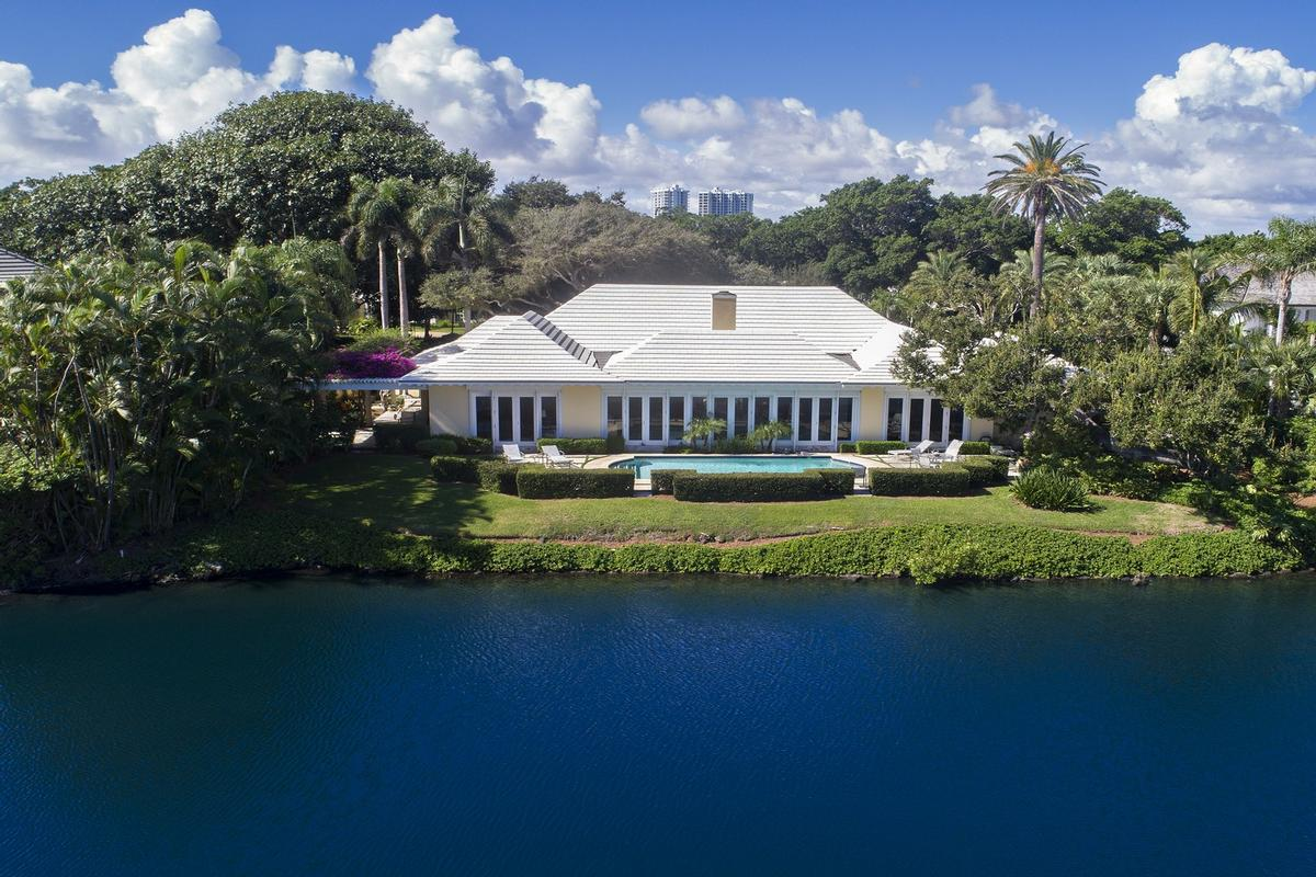 Luxury homes Endless Golf and Water Views