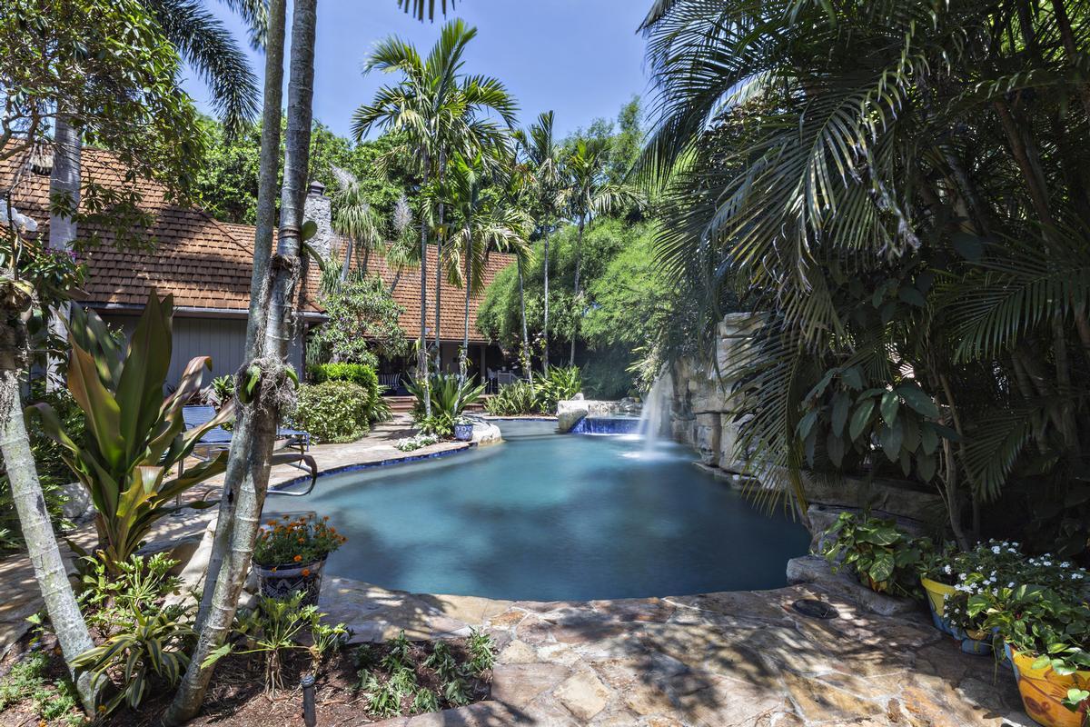 Luxury homes Tropical North Palm Beach Hideaway