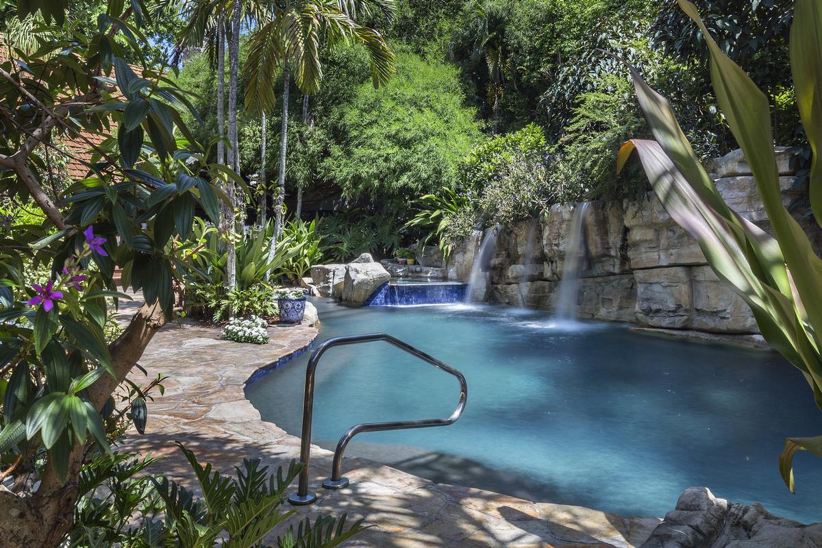 Tropical North Palm Beach Hideaway  luxury homes