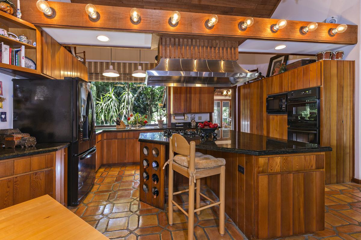 Luxury real estate Tropical North Palm Beach Hideaway