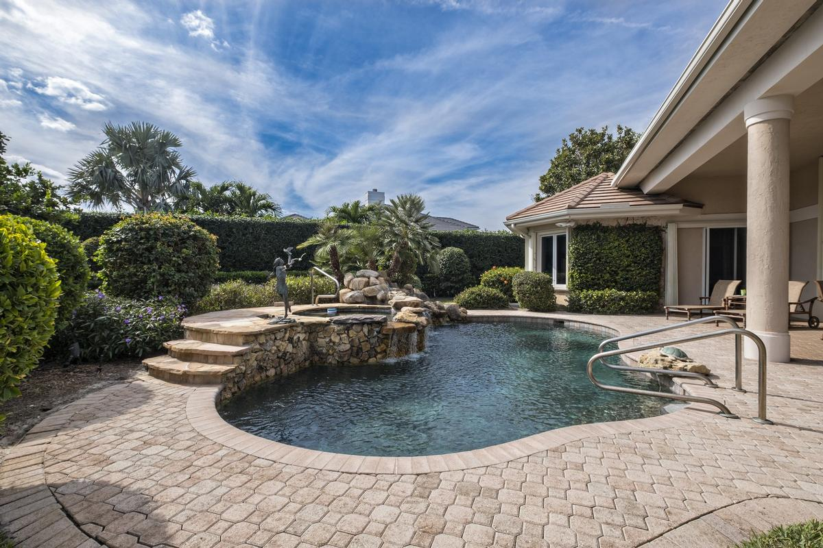 Mansions in Tranquil Water Views in Jupiter Hills
