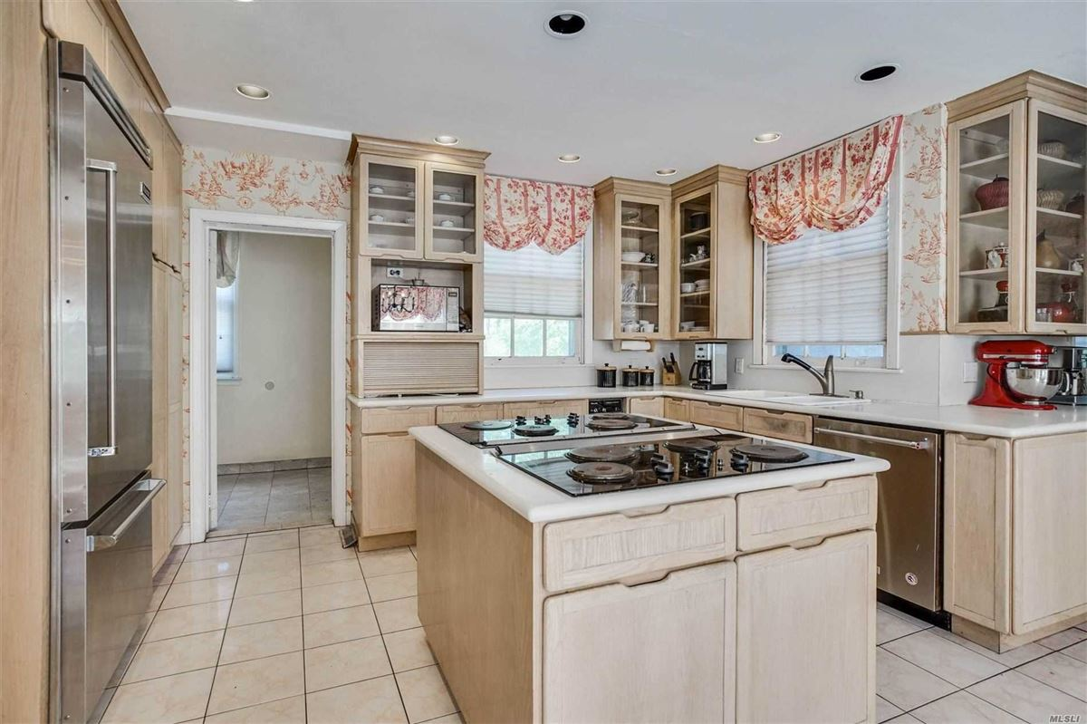 Stunning All Brick Expansive Estate Home  luxury properties