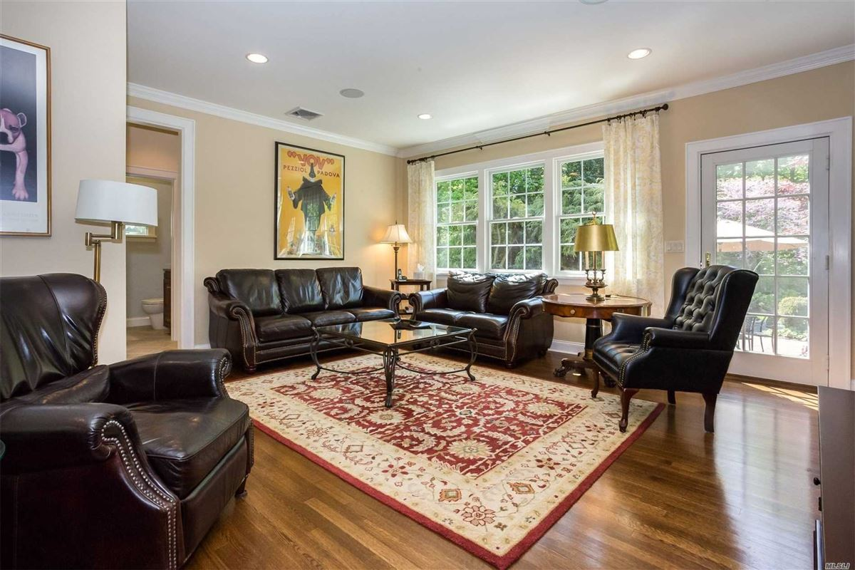 Luxury real estate East Hampton Charm