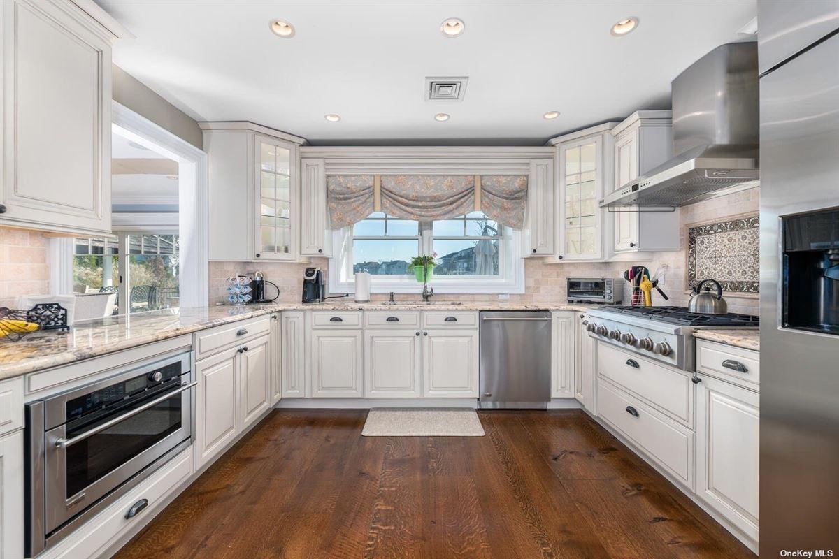 STUNNING waterfront dream home luxury homes