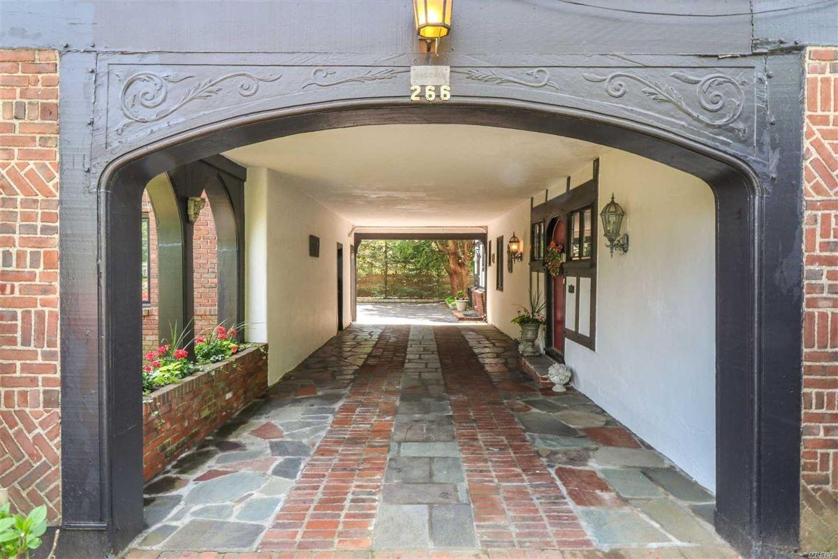 Luxury real estate Iconic five bedroom manor