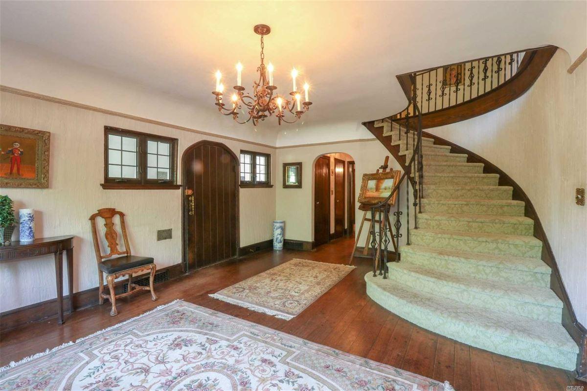 Iconic five bedroom manor luxury real estate