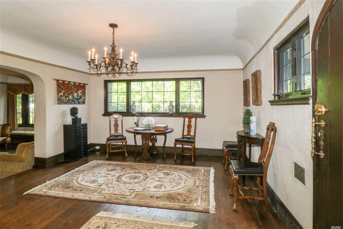 Luxury properties Iconic five bedroom manor