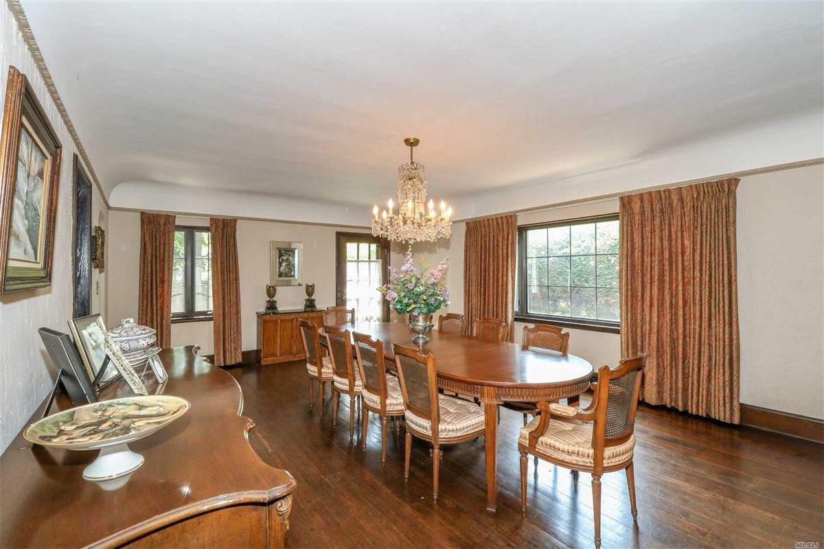 Iconic five bedroom manor mansions