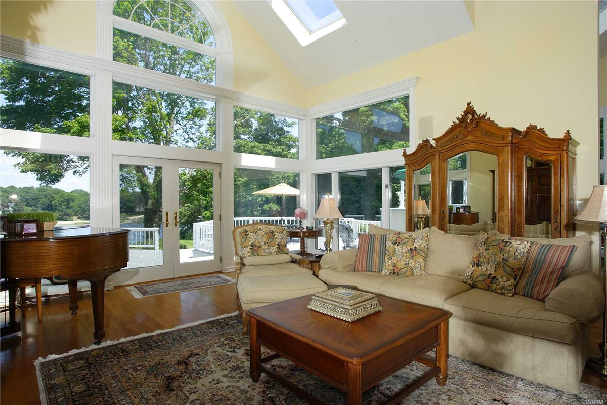 Luxury homes in magnificent waterfront on puppy cove
