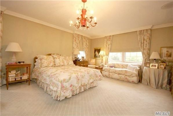 Luxury real estate Beautiful and spacious Colonial home