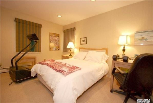 Beautiful and spacious Colonial home luxury real estate