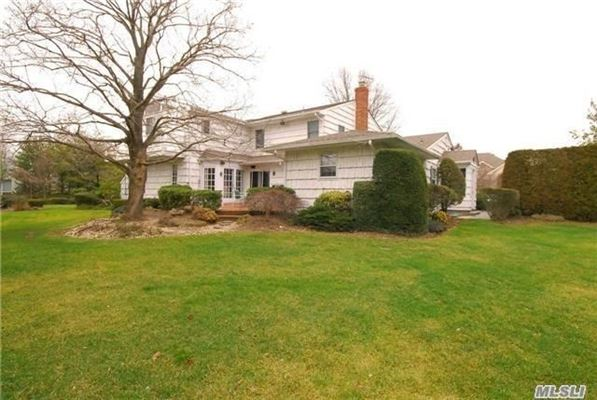 Beautiful and spacious Colonial home luxury properties