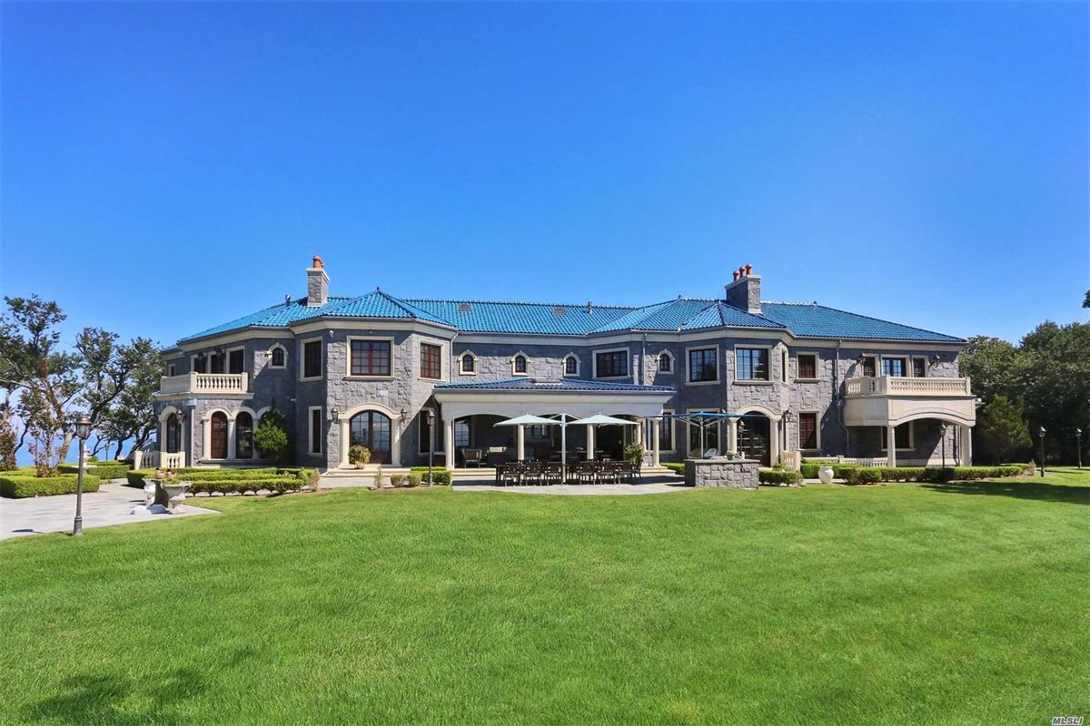 Luxury homes Magnificent waterfront estate on 10-acre peninsula