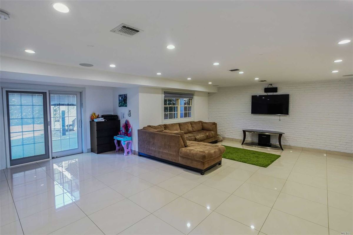 Mansions in gorgeous completely renovated high ranch