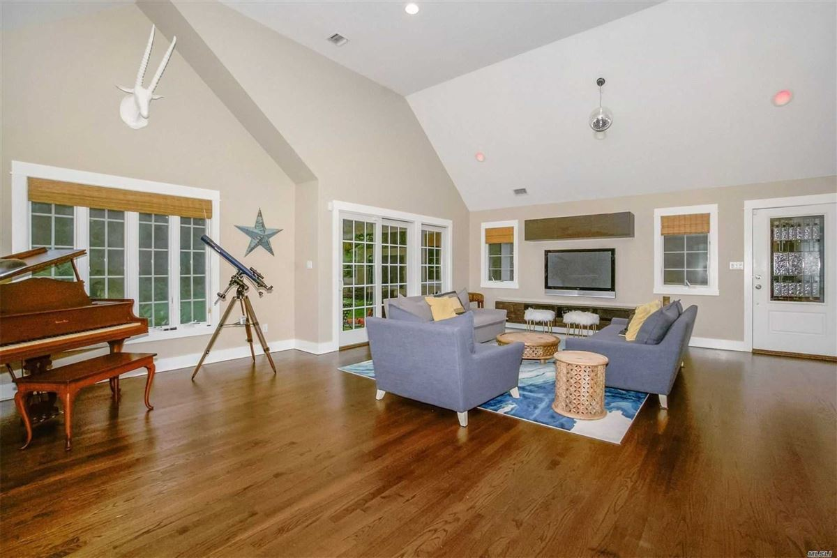 Luxury homes in gorgeous colonial home on one acre