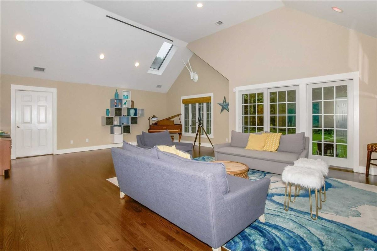 Mansions in gorgeous colonial home on one acre