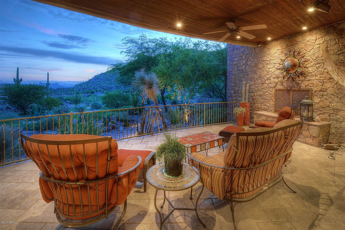 dramatic Southwestern contemporary luxury real estate