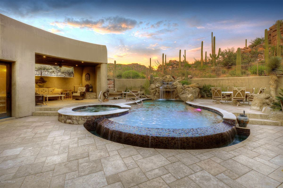 dramatic Southwestern contemporary mansions