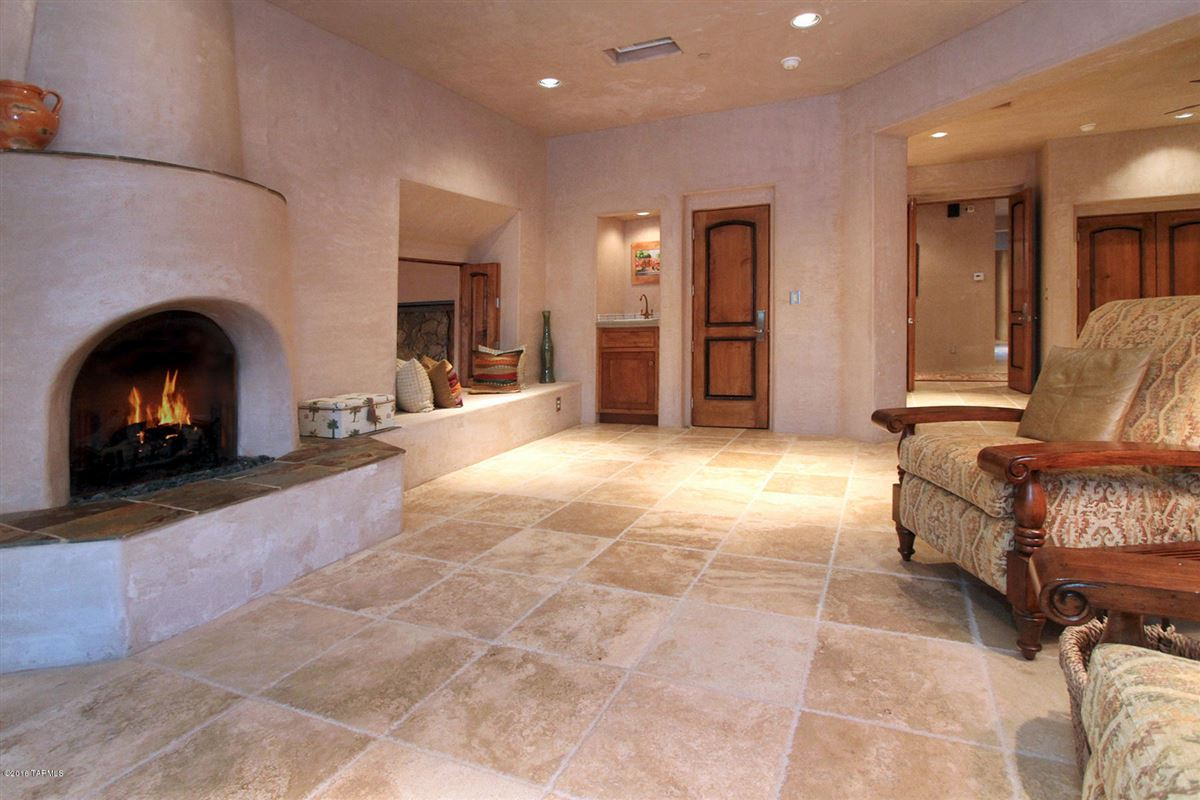 Mansions in magnificent Tuscan palazzo in marana