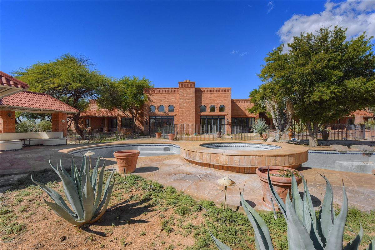 exclusive gated property in La Cholla Airpark luxury homes