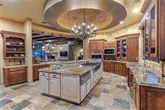 Mansions in Tuscan masterpiece in marana