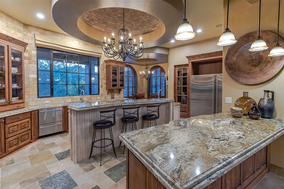 Luxury homes in Tuscan masterpiece in marana