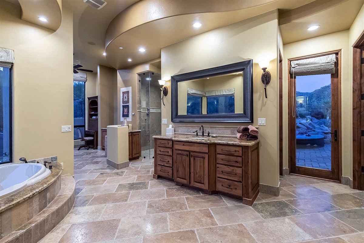 Luxury real estate Tuscan masterpiece in marana