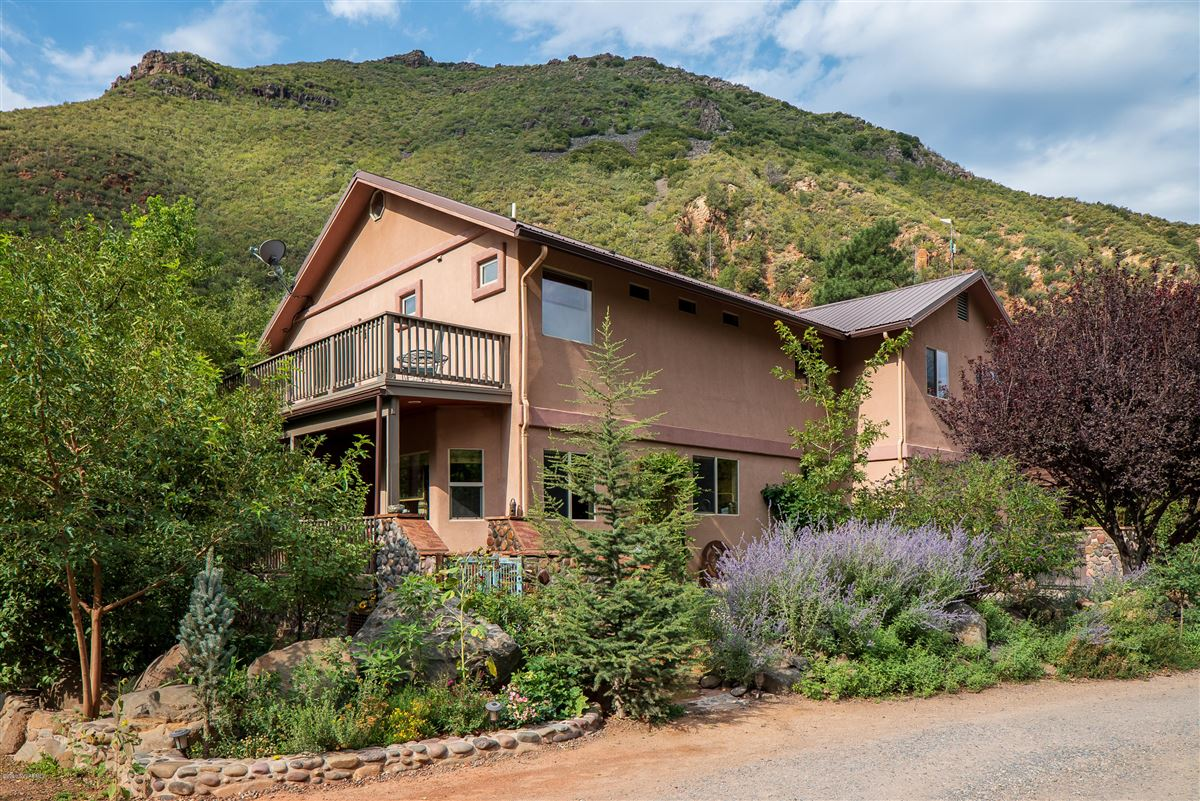 Mansions Gorgeous creek location offers the perfect blend of tranquility andcharm