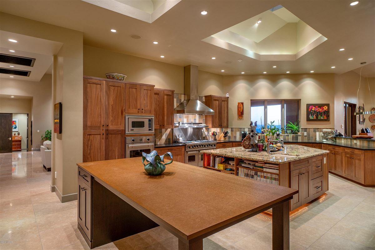 Luxury homes in exclusive neighborhood of The Canyons