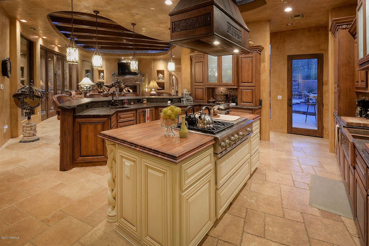 Luxury properties offers panoramic mountain and valley views