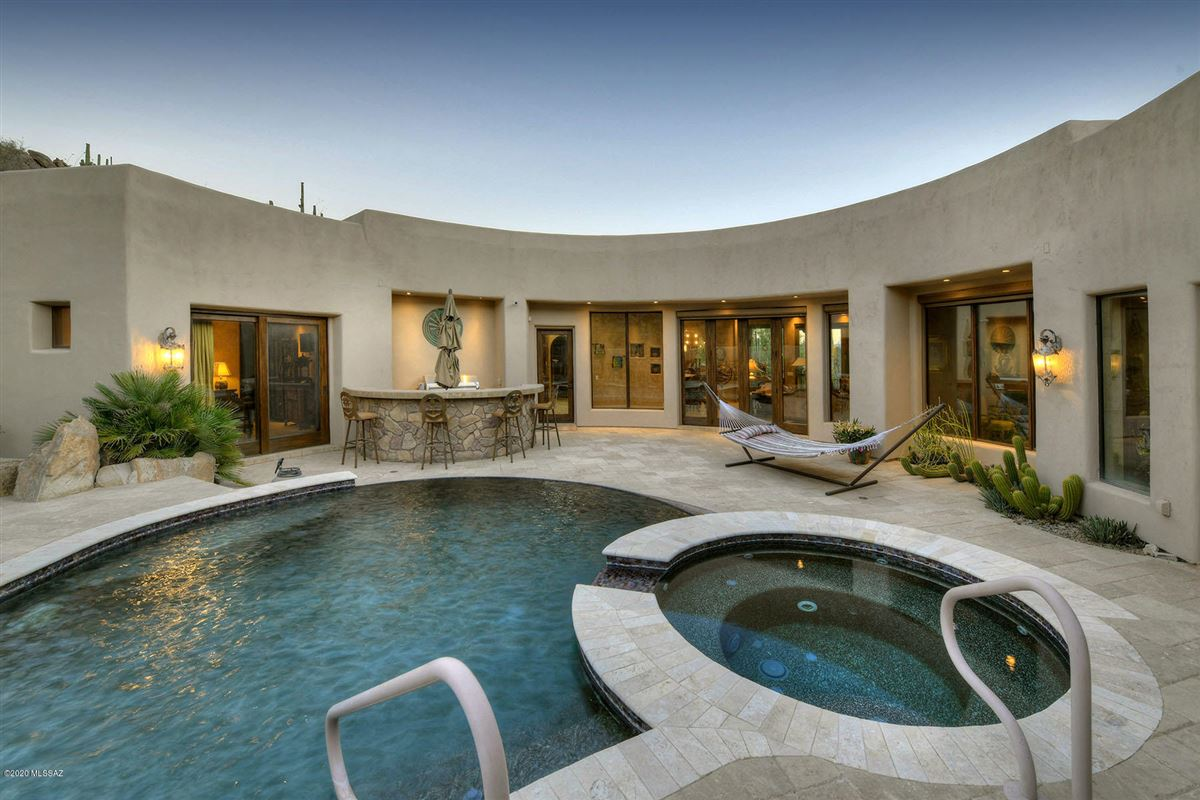 Mansions offers panoramic mountain and valley views