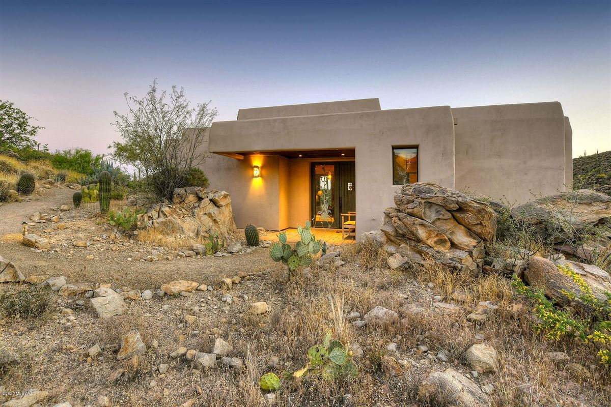 offers panoramic mountain and valley views luxury homes