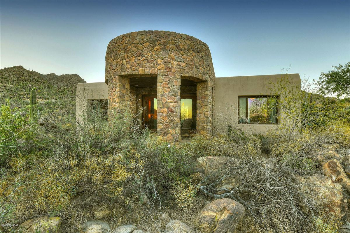 offers panoramic mountain and valley views mansions