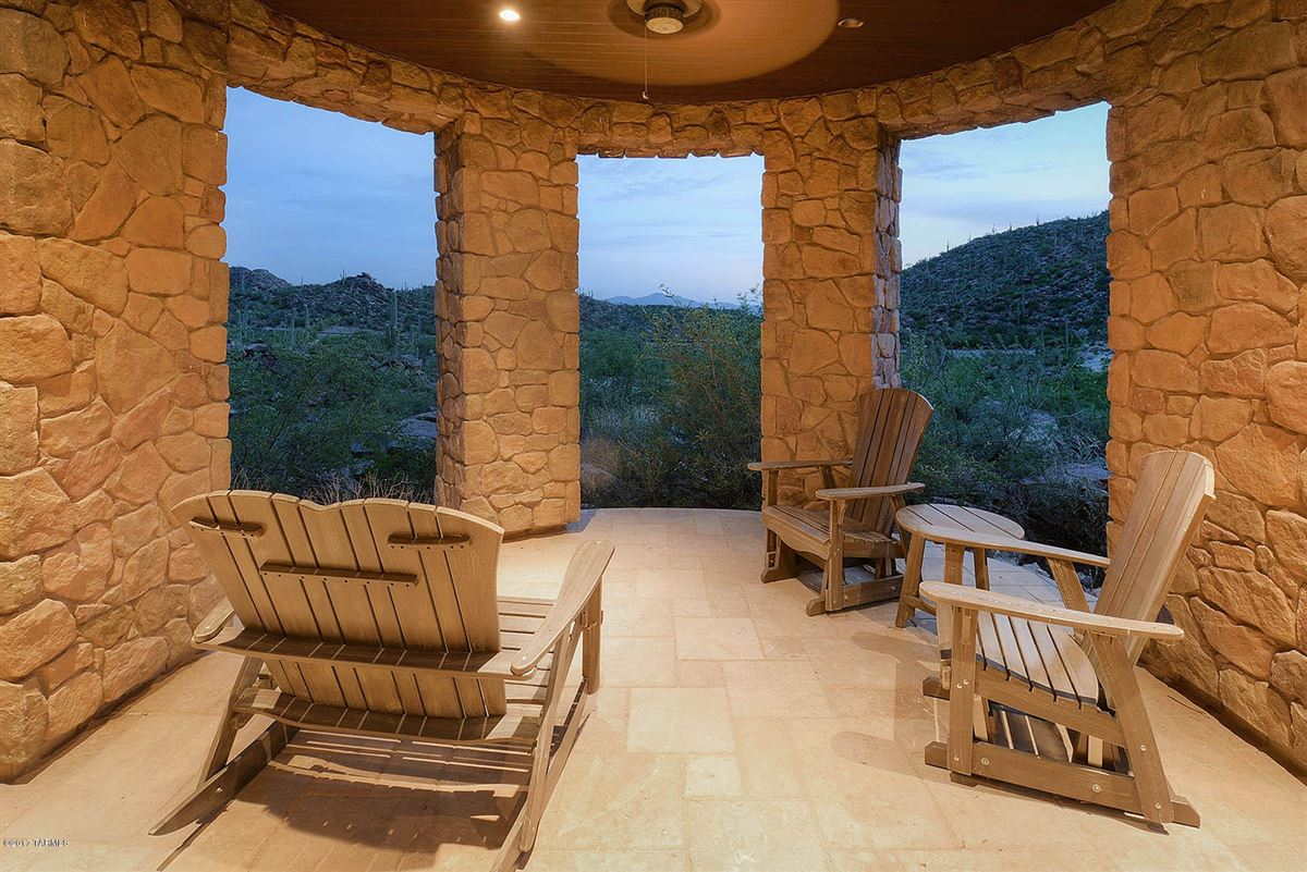 Luxury homes in offers panoramic mountain and valley views