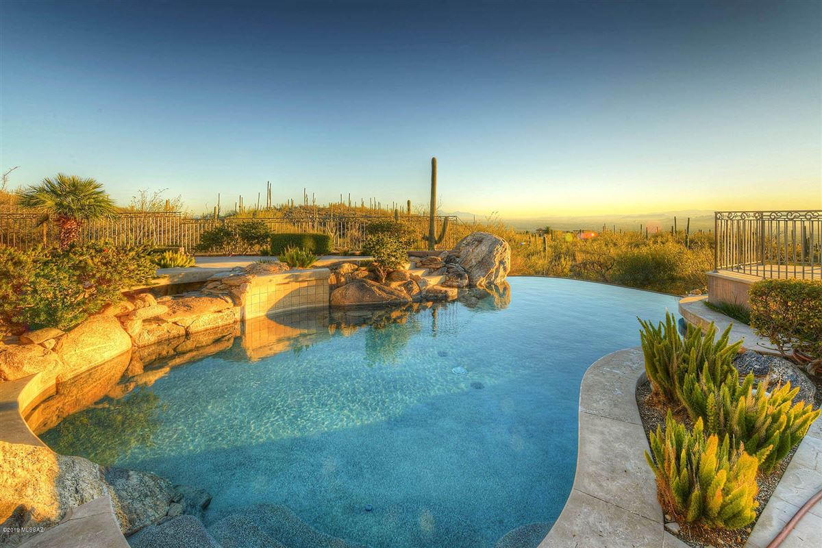 Luxury homes in a Fabulous mansion in tucson