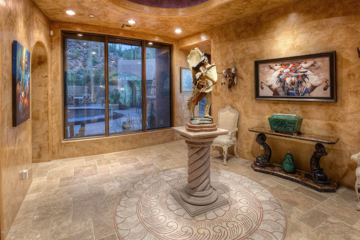 Luxury real estate a dramatic Southwestern contemporary