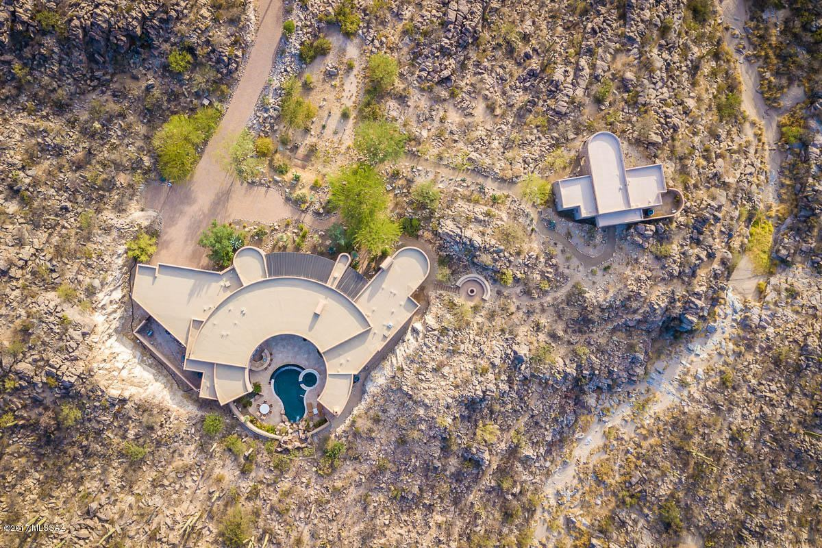 Luxury homes a dramatic Southwestern contemporary